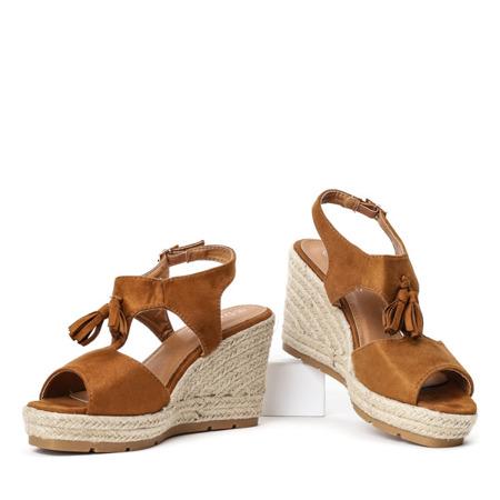 2657c353 Brązowe sandały na koturnie z frędzelkami Jaecee - Obuwie - Czarny ...